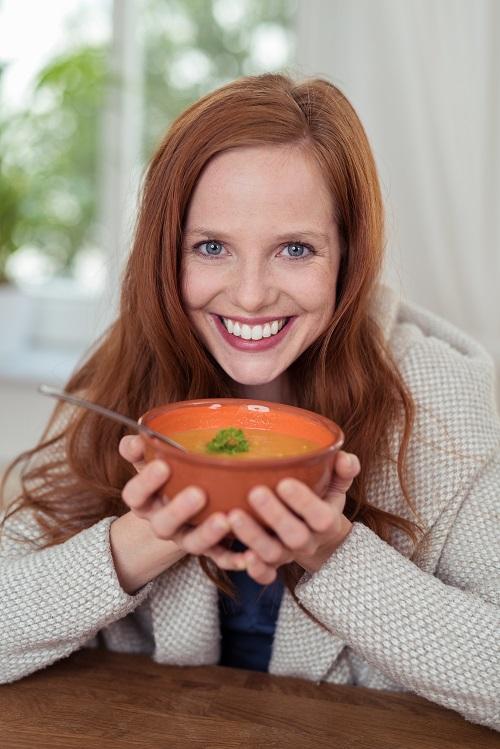 Frau-mit-Suppe